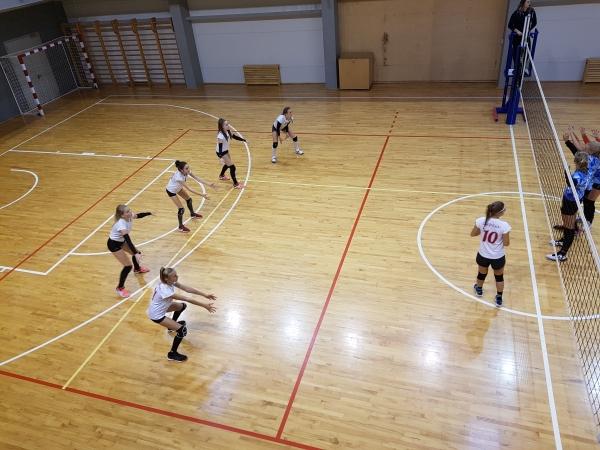 """Aizvadītas pirmās LVF """"Kausa izcīņa 2018""""  apakšgrupu spēles volejbolā U-14 un U-15 meitenēm."""