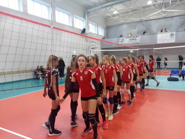 """""""Rudens Kausā"""" volejbolā U13 meitenes izcīna 6. vietu"""