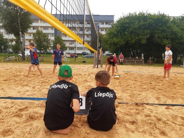 Notikušas pludmales volejbola sacensības Kuldīgā